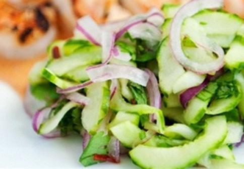 Salad dưa chuột hành tây