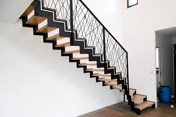 Cầu thang nhỏ gọn đẹp mắt