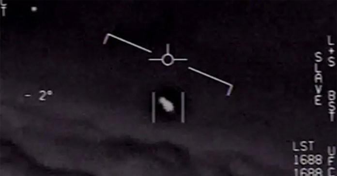 Hải quân Hoa Kỳ chính thức công bố 3 video liên quan đến UFO