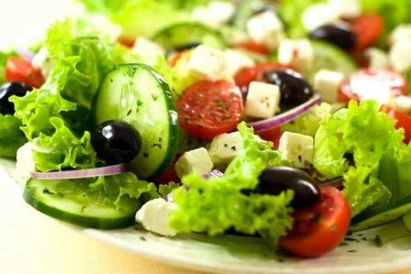 Nên ăn nhiều rau xanh, hoa quả, tránh ăn đồ chiên rán bày bán lề đường