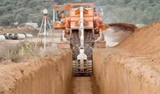 Video: Cận cảnh cỗ máy 'quái vật' đào kênh mương sâu 5,5m chỉ trong vài phút
