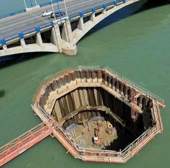 Hóa ra đây là cách người ta thi công một cây cầu trên mặt nước