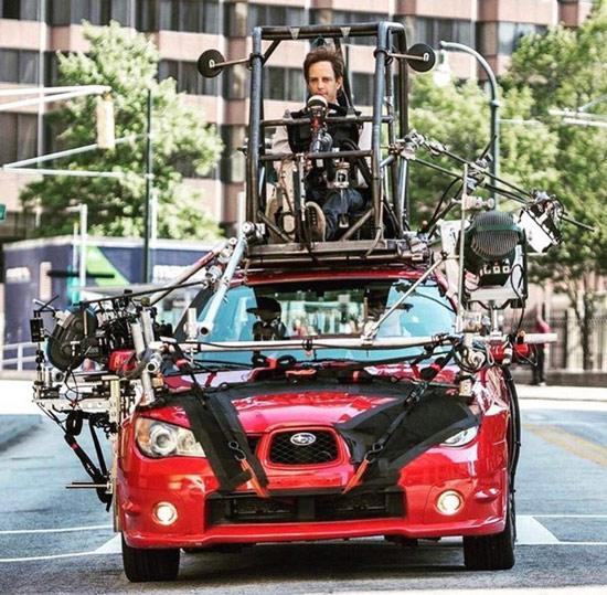 Sự thật đằng sau cảnh quay nhân vật đang lái xe trong phim