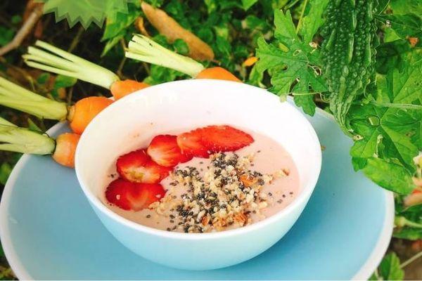 Tổng hợp thực đơn Eat Clean buổi sáng: Smoothie dâu tây yến mạch