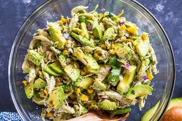 Salad bơ gà xé