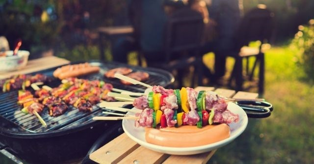 Tổ chức tiệc đứng buffet, nướng BBQ ngoài trời đừng quên những thứ sau