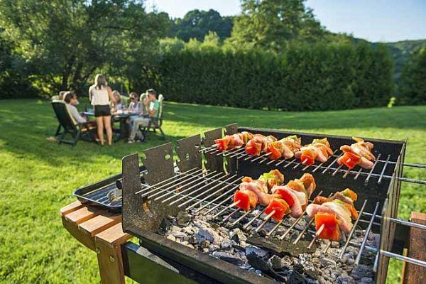 Nướng BBQ chắc chắn không thể thiếu các loại bếp nướng, vỉ nướng rồi.