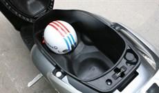 8 loại vật dụng không nên để trong cốp xe máy