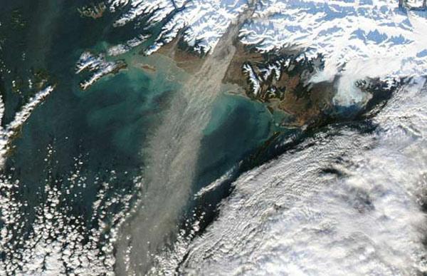 Bão bụi ở Alaska, Mỹ do gió cuốn bụi từ va chạm của các tảng băng trôi đâm vào đá, diễn ra vào năm 2017