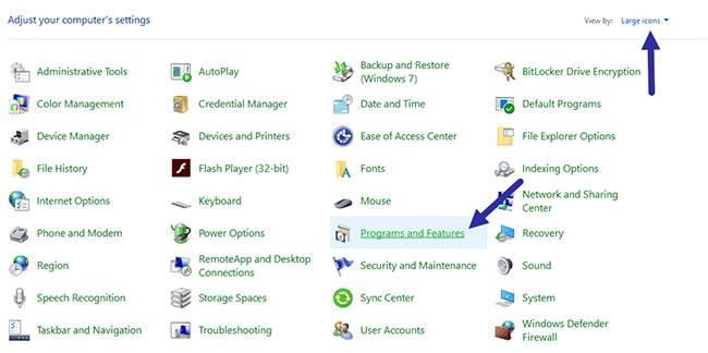 Nhấp vào tùy chọn Programs and Features