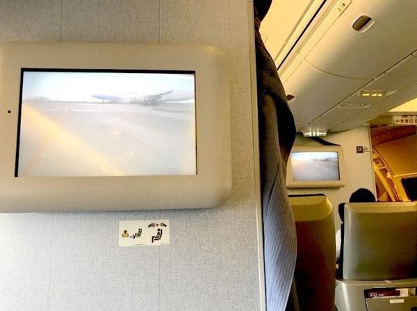 Màn hình trên máy bay cho phép hành khách có tầm nhìn giống như của phi công