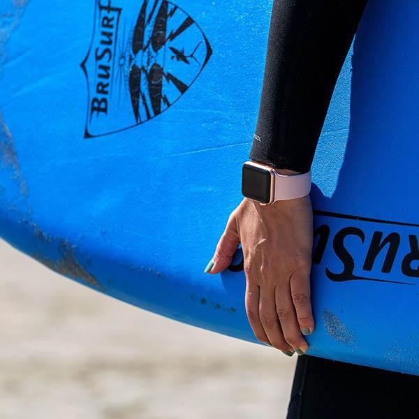 Không khuyến khích đeo Apple Watch khi hoạt động mạnh dưới nước