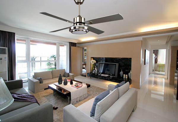 Quạt trần có điều khiển từ xa giúp bạn tận hưởng làn gió mát mẻ ngay trong chính căn nhà của mình