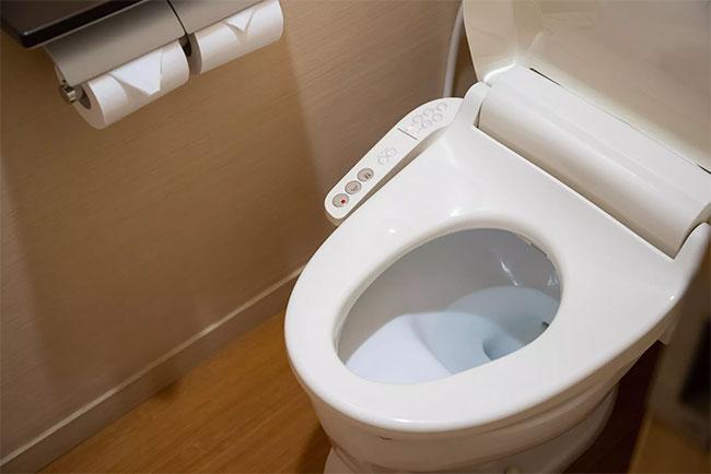 Bồn cầu thông minh là thiết bị vệ sinh tiên tiến sử dụng công nghệ thông minh tích hợp