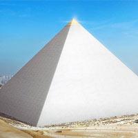 Sự thật bất ngờ: Ban đầu kim tự tháp có màu trắng với phần đỉnh dát vàng chứ không phải màu vàng đất như hiện nay
