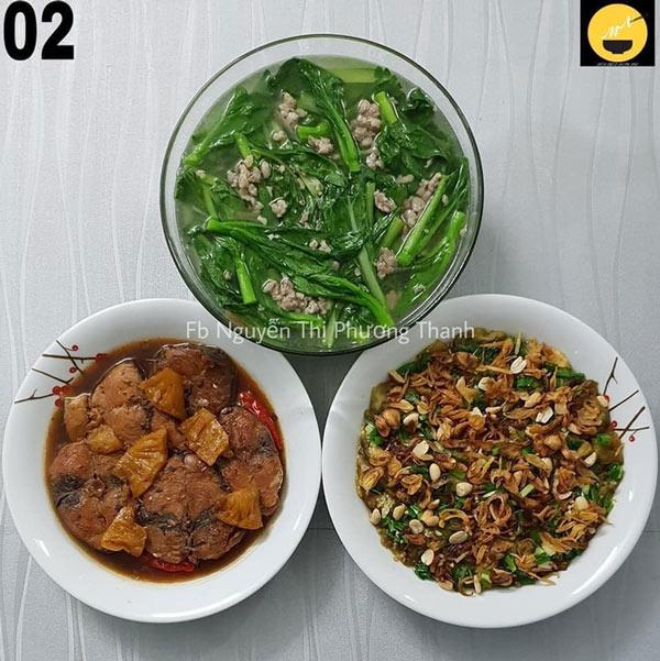 Cá ngừ kho, canh cải ngồng thịt bằm, và cà tím nướng mỡ hành.