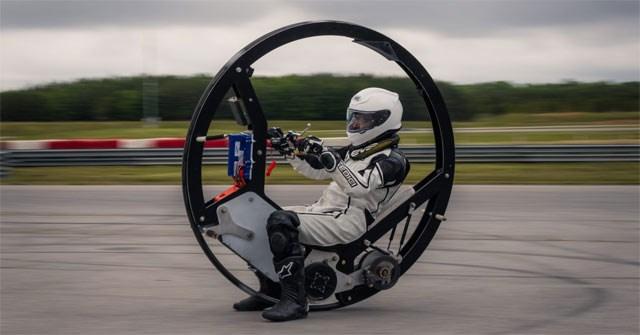 """EV360: 'Quái vật""""' mô tô điện 1 bánh có thiết kế dị thường, tốc độ tối đa 112km/h"""