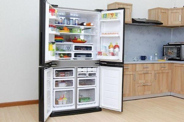"""Tủ lạnh 4 cánh Sharp là một trong những chiếc tủ lạnh 4 cánh giá rẻ """"hot"""" nhất hiện nay"""