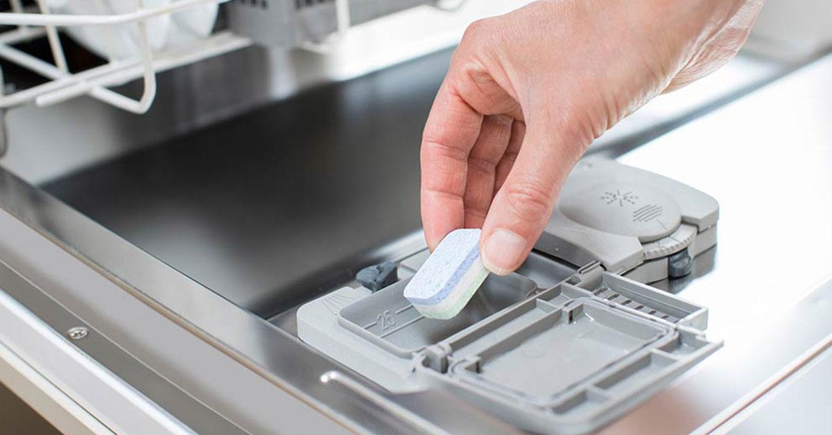 Chất tẩy rửa không thể làm việc hiệu quả nếu bát đĩa không bẩn