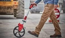 Vì sao nên sử dụng thước đẩy bánh xe để đo khoảng cách, chiều dài đường?