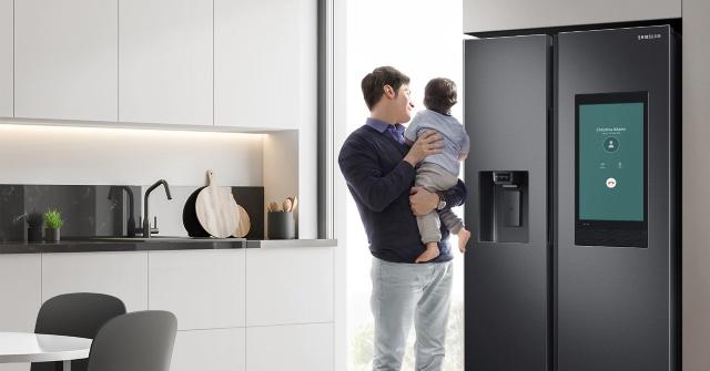 Gọi điện thoại ngay trên màn hình tủ lạnh Samsung Family Hub.