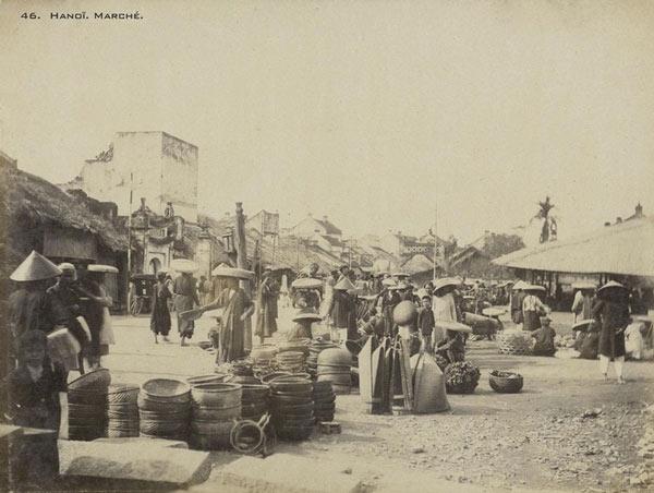 Một khu chợ ngoài trời ở Hà Nội vào năm 1899