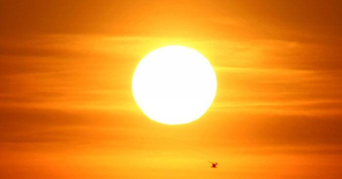 Mặt Trời có màu gì?