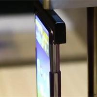 TCL 'khoe' màn hình smartphone có thể cuộn tròn linh hoạt