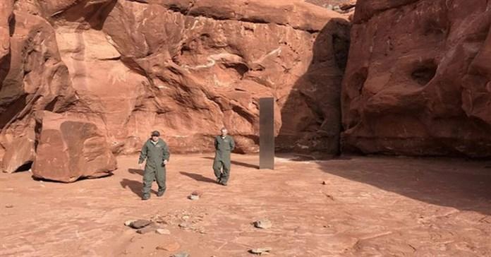 Phát hiện khối trụ kim loại bí ẩn sừng sững giữa sa mạc Mỹ, sản phẩm của người ngoài hành tinh chăng?