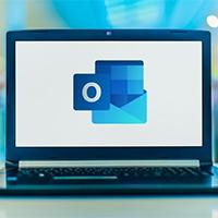 Cách tìm tệp đính kèm nhanh trong email Outlook