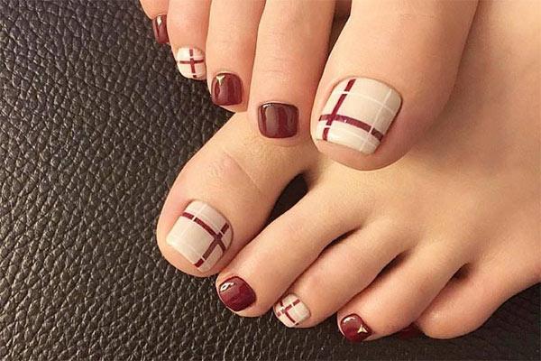 Mẫu vẽ móng chân đẹp 3