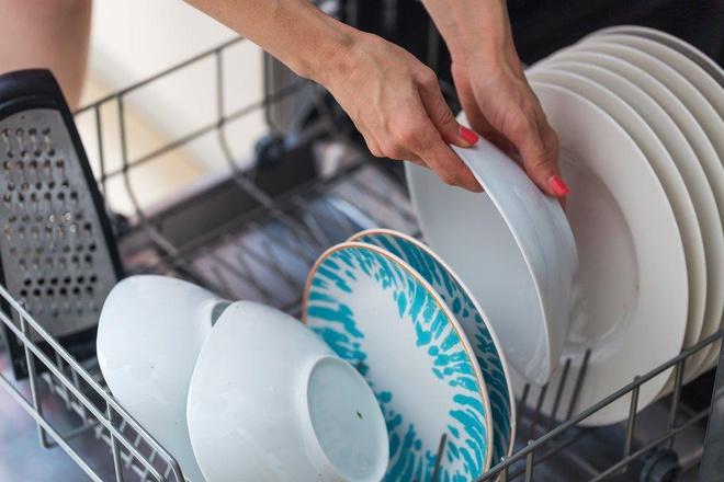 Máy rửa bát là một trong những thiết bị gia dụng giúp tiết kiệm nước đáng kể để sử dụng hàng ngày