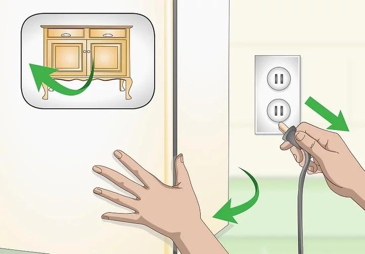 Rút phích cắm của tủ lạnh ra khỏi ổ điện