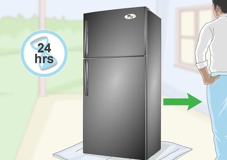 Để sơn khô 24 giờ trước khi di chuyển tủ lạnh vào vị trí cũ