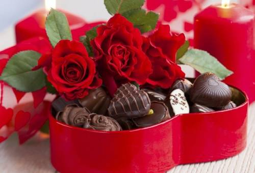 Những người yêu nhau bắt đầu thói quen tặng hoa và kẹo vào thế kỷ 18