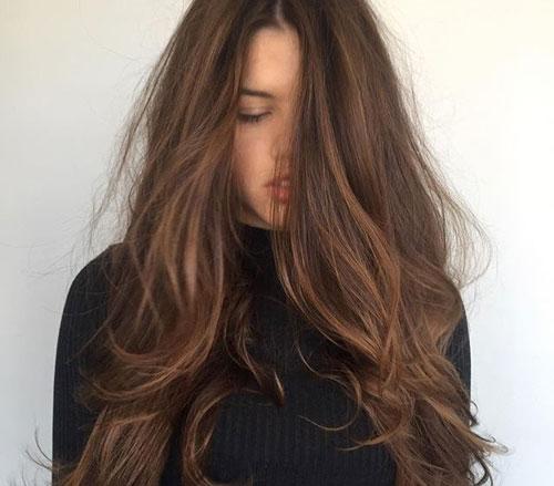 Tóc màu hạt dẻ hợp mọi loại da