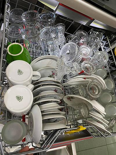 Cách xếp được nhiều bát trong máy rửa bát 4