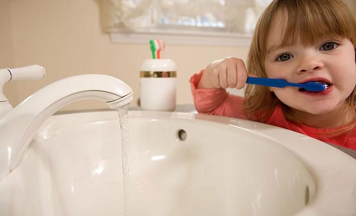 Tắt vòi trong khi đánh răng là một trong những cách tiết kiệm nước hiệu quả nhất