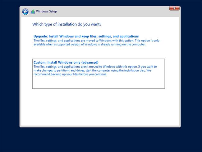 Chọn Custom: Install Windows only