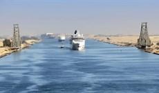 Không có phanh, những con tàu khổng lồ vượt kênh đào Suez như thế nào?