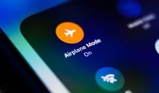 Tại sao không thể gọi điện di động khi đang ở trên máy bay?
