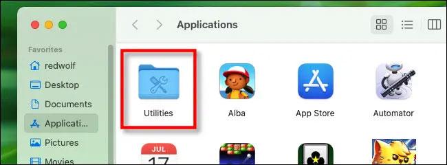 """Nhấp đúp vào thư mục """"Utilities"""""""
