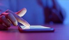 Tại sao màn hình iPhone của bạn cứ lúc tối lúc sáng? Khắc phục thế nào?