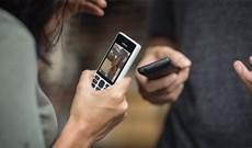 """Điện thoại """"cục gạch"""" là gì? Có lợi thế như thế nào so với smartphone?"""