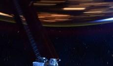Bức ảnh giúp bạn hình dung Trạm vũ trụ quốc tế ISS di chuyển với tốc độ 28.000 km/h là nhanh như thế nào
