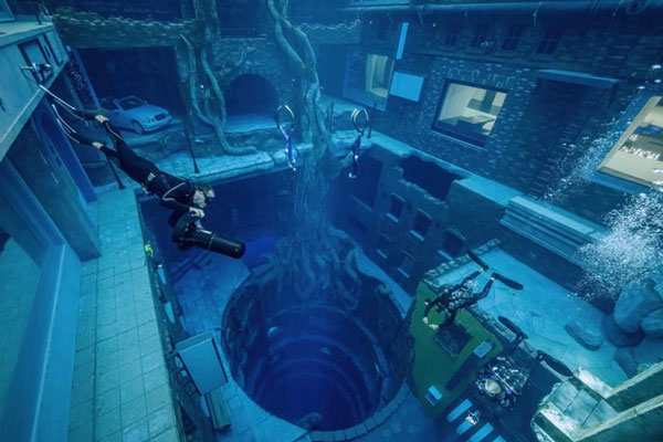 Bể bơi sâu nhất thế giới Deep Dive Dubai