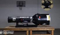 Nitebrite 300 - Cận cảnh chiếc đèn pin lớn nhất thế giới, chiếu sáng toàn bộ một sân bóng