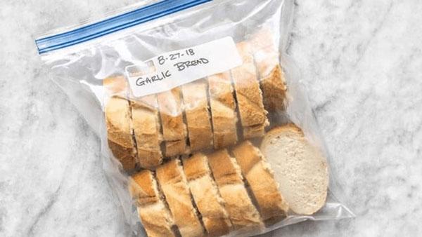 Bảo quản bánh mì trong ngăn đá tủ lạnh