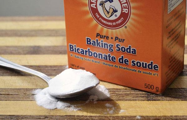 Baking soda rửa chảo