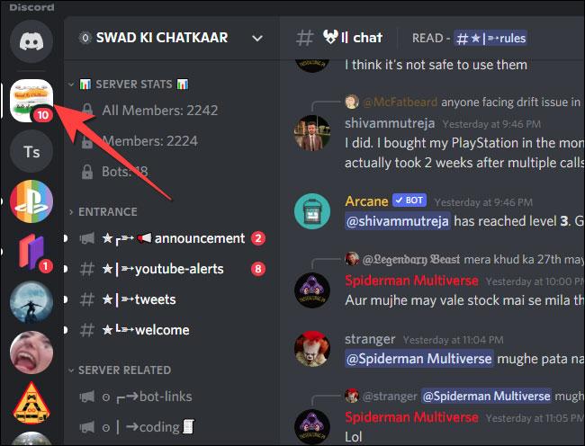 Chọn server từ cột bên trái trong ứng dụng Discord